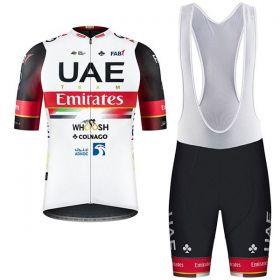 Equipación ciclismo UAE 2021